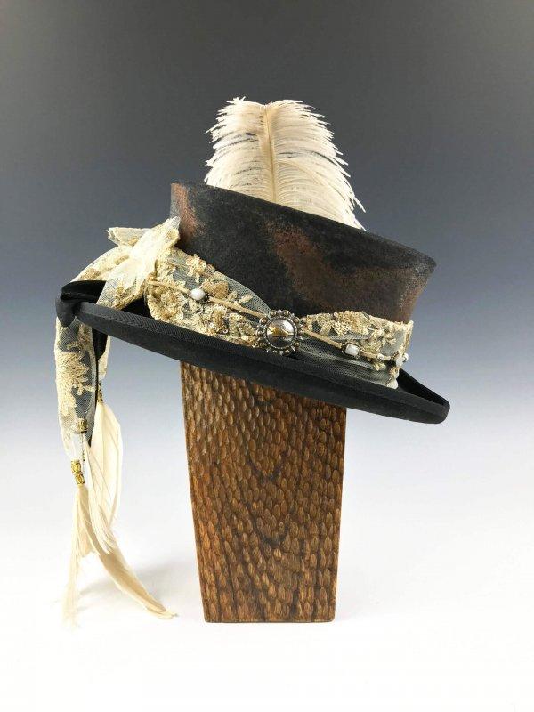 The Rhiannon Mini Top Hat by Vera Black
