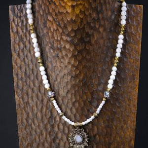 London Snow Troca Shell Necklace