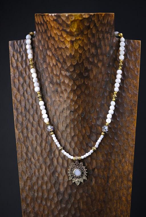 London Snow Troca Shell Necklace